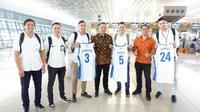 Tiga atlet basket yakni Vamiga Michael, Faisal Julius Ahmad, dan Dimas Aryo Dewanto yang direkrut Garuda Indonesia menjadi pegawai. Dok Garuda