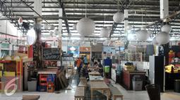 Anak Muda - Pasar Santa yang pernah bersinar karena menjadi lahan bisnis anak-anak muda ibukota di Jakarta Selatan kini tak ramai lagi. Beberapa kios telah tutup, pengunjung pun tak seramai dulu. (Liputan6.com/Yoppy Renato)