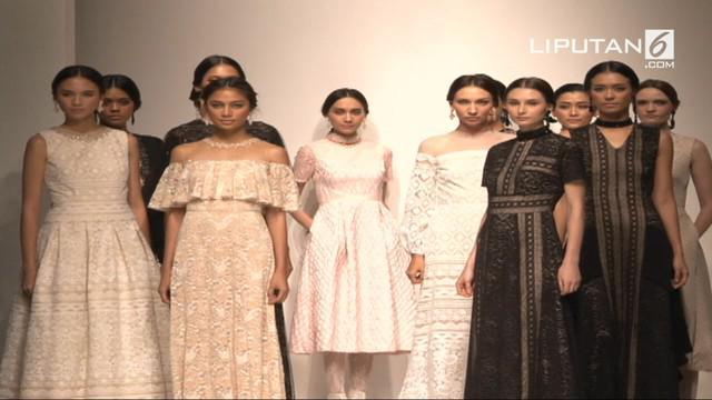 Koleksi-koleksi Sebastian Gunawan yang dipamerkan di IPMI Trend Show 2017 pada tanggal 10 Nov 2017
