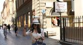 Meski blur, Luna Maya tampak cantik saat berlibur di Roma, Italia mengenakan topi dan atasan putih. (Liputan6.com/Instagram/@lunamaya)