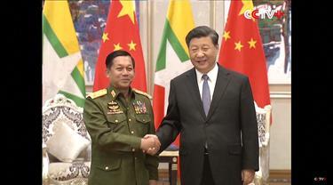 Jenderal Myanmar Min Aung Hlaing bertemu Presiden China Xi Jinping pada Januari 2020.