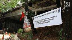 Spanduk pemberitahuan underpass Sudirman yang ditutup bagi kendaraan bermotor di Jalan Kendal, Jakarta, Selasa (5/3). Penutupan juga untuk menunjang pengoperasian MRT Jakarta yang mulai beroperasi akhir Maret 2019. (Liputan6.com/Immanuel Antonius)