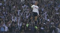 Pemain Tottenham Hotspur, Dele Alli merayakan golnya ke gawang Watford pada lanjutan Premier League pekan ke-32 di  White Hart Lane, London, (8/4/2017). Tottenham menang 4-0. (AP/Tim Ireland)