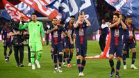Paris Saint-Germain berhasil merengkuh trofi juara Ligue 1 musim ini, setelah meraih kemenangan 3-1 atas AS Monaco pada laga pekan ke-33 Ligue 1 Prancis, di Parc des Princes, Minggu (21/4/2019). (AFP/FRANCK FIFE)