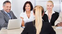 Bingung harus mengenakan apa saat wawancara kerja? Simak tipsnya di sini.