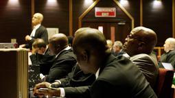 Mantan Presiden Afrika Selatan Jacob Zuma saat menjalani persidangan kasus korupsi di Pengadilan Tinggi di Pietermaritzburg (23/5/2019). Zuma (77) dituduh menerima suap dari perusahaan pertahanan Prancis Thales selama masa jabatannya. (AFP Photo/Themba Hadebe)