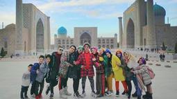 Liburan sekaligus berkunjung ke tempat religi. Gen Halilintar mengunjungi Masjid terindah di Samarkand, Uzbekistan. (Liputan6.com/IG/genhalilintar)