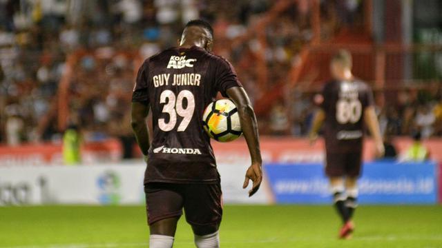 Guy Junior