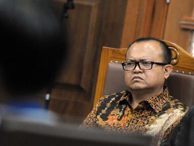 Terdakwa kasus suap anggota DPR di Kejaksaan Tinggi Sumatera Utara dan Kejaksaan Agung, Patrice Rio Capella mengikuti sidang lanjutan di Pengadilan Tipikor, Jakarta, Senin (23/11). (Liputan6.com/Helmi Afandi)
