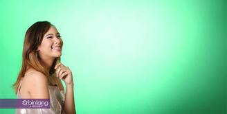 Pemeran Pamela Bowie mengawali kariernya di dunia akting lewat sinetron Kejar Tayang pada tahun 2009. Setahun kemudian, ia mulai bermain dalam film layar lebar berjudul Pocong Rumah Angker sebagai Reni. (Bambang E. Ros/Bintang.com)
