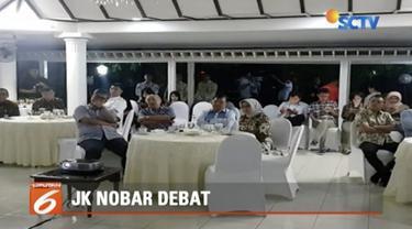 Meski diundang KPU hadiri debat perdana, Jusuf Kalla memilih tonton di rumah dinas.