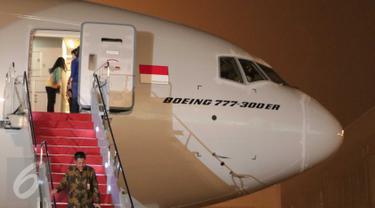20151029-Melihat Kondisi Bodi dan Interior Pesawat Boeing 777-300ER Milik Garuda-Tangerang