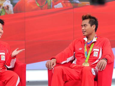 Atlet penyumbang medali emas bagi Indonesia di Olimpiade 2016 Rio de Janeiro Tontowi Ahmad/Liliyana Natsir saat berbagi cerita keseruan bersama SCTV dan Liputan6.com di Gedung SCTV Tower, Jakarta, Kamis (25/8).  (Liputan6.com/Angga Yuniar)