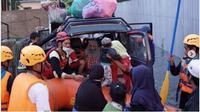 Cerita Penyelamatan Korban Banjir Kalsel, dari Lansia sampai Ibu Baru Melahirkan. (dok.Instagram @actforhumanity/https://www.instagram.com/p/CKJg0t5Dv5q/Henry)