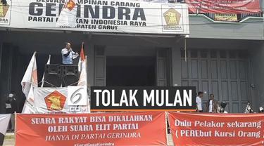 Aksi demonstrasi digelar kader Gerindra Garut setelah nama Ervin Luthfi dicoret dari anggota DPR RI terpilih dan digantikan olleh Mulan Jameela.
