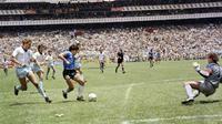 Diego Maradona saat melawan Inggris pada Piala Dunia 1986 (AFP)