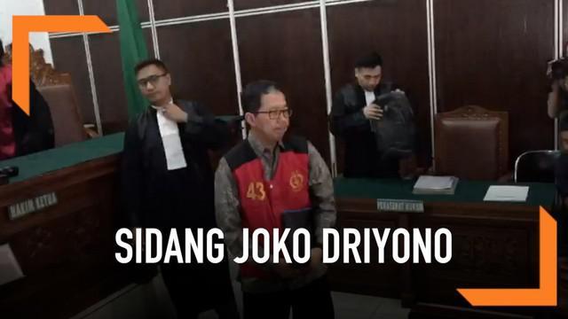 Mantan Plt Ketua Umum PSSI Joko Driyono alias Jokdri hari ini menjalani sidang perdana terkait kasus perusakan barang bukti perkara pengaturan skor di Liga I Indonesia.