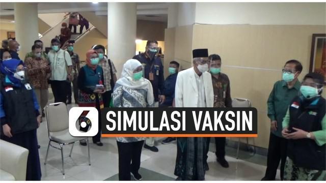 Dalam rangka menyambut kedatangan vaksin Covid-19, Gubernur Jawa Timur Khofifah Indar Parawansa meninjau proses simulasi vaksin yang dilakukan oleh RS Islam Jemursari Surabaya. Khofifah menyatakan kesiapan Jatim untuk melakukan vaksin.