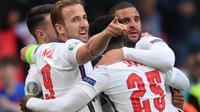 Harry Kane cs merayakan gol yang dicetak Raheem Sterling saat Inggris lawan Republik Ceko (AFP)