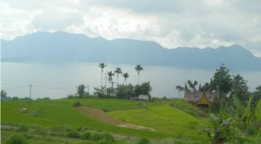 Keelokan Danau Maninjau Manjakan Mata Pembalap Tour de Singkarak