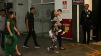 Jan Ethes tiba di RS PKU Muhammadiyah Solo untuk melihat adik perempuannya. (Liputan6.com/Fajar Abrori)