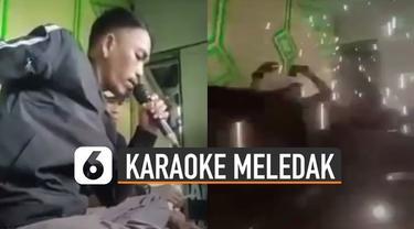 Tiba-tiba ada ledakan dahsyat di tempat mereka berdua sedang karaoke.