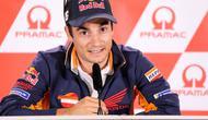 Pembalap Repsol Honda, Dani Pedrosa menghadiri sesi konferensi pers jelang MotoGP Jerman di Hohenstein-Ernstthai, Kamis (12/7). Keputusan pensiun pembalap Spanyol ini sangat disayangkan oleh rekan-rekan dan penggemarnya. (Jan Woitas/dpa via AP)