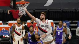 Jusuf Nukic, pebasket NBA asal Bosnia ini merupakan center andalan tim basket NBA, Portland Trail Blazers. Lahir dari keluarga muslim Bosnia, Jusuf kini mendapat julukan Bosnian Beast lantaran tubuhnya sangat besar. (Foto: AP/Rich Pedroncelli)