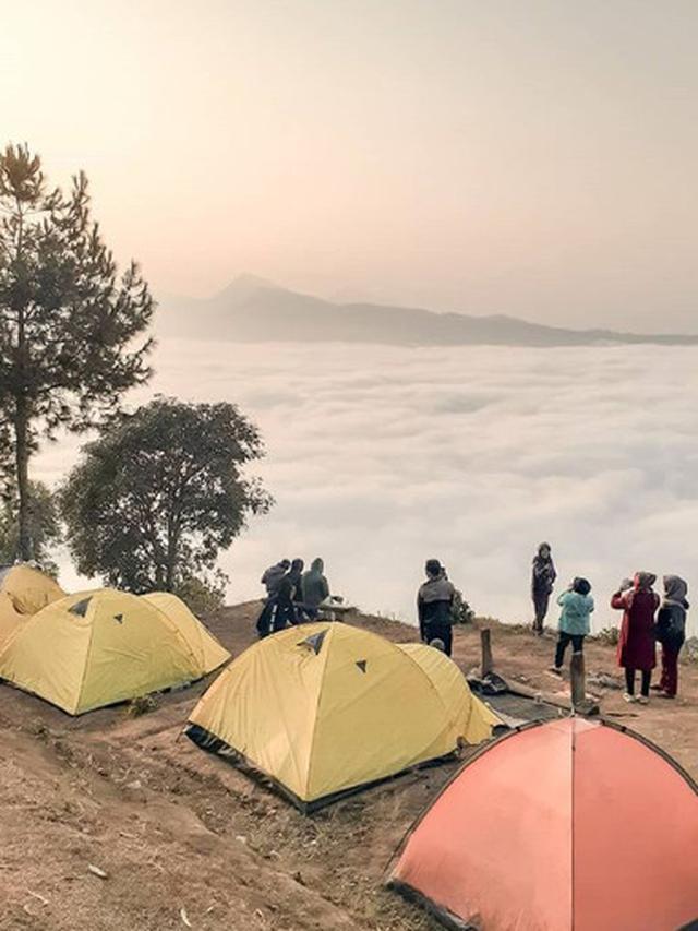 Penampakan Bak Negeri Di Atas Awan Dari Puncak Gunung Putri