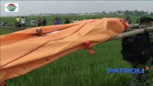 Seorang siswa SMK di Sumedang, Jawa Barat ditemukan tewas di ladang sawah dengan tubuh penuh luka lebam.