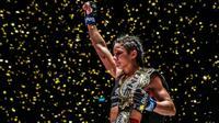 Allycia Hellen Rodrigues mengalahkan Stamp Fairtex melalui keputusan mayoritas pada laga Atomweight Muay Thai