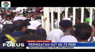 Karena membludak, pihak keamanan kewalahan melakukan penjagaan, kendati 11 gerbang pintu masuk Stadion Pakansari sudah disiapkan.