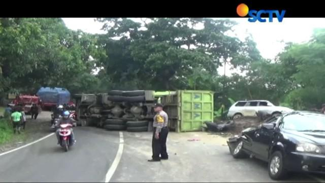 Kecelakaan akibat truk mengalami rem blong saat berada di jalan menurun, menuju arah Cirebon.