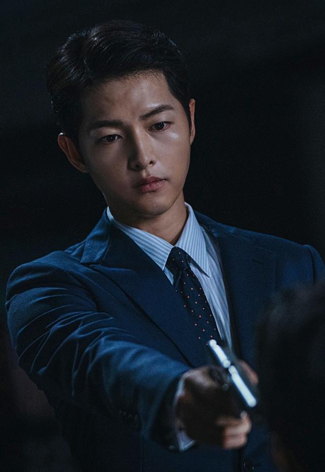 Song Joong Ki dalam Vincenzo. (tvN/ Netflix)