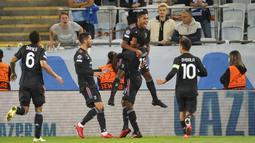 Mengusung taktik 4-4-2, Juventus tampil mendominasi pertandingan. Hasilnya, Bianconeri mampu mencetak angka terlebih dahulu pada menit ke-23. Alex Sandro sukses mengkonversi umpan silang dari Rodrigo Bentancur menjadi gol. (Foto: TT News via AP/Andreas Hillergren)