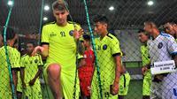 Arema FC berlatih futsal menjelang duel kontra Semen Padang. (Bola.com/Iwan Setiawan)