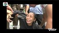 Petugas Suku Dinas Sosial di kawasan Gambir, Jakarta Pusat, merazia pendatang baru yang tidak memiliki tempat tinggal.