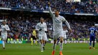 Cristiano Ronaldo mencetak dua gol sekaligus membantu Real Madrid menang 4-0 atas Deportivo Alaves pada laga pekan ke-25 La Liga Spanyol, di Santiago Bernabeu, Sabtu (25/2/2018). (AP Photo/Francisco Seco)