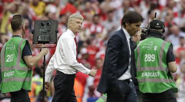 Ekspresi Conte dan Wenger usai Laga Final Piala FA 2016-2017