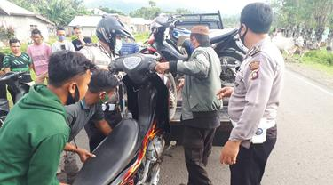 Anggota Polres Gorontalo saat mengamankan puluhan ranmor balapan liar (Arfandi Ibrahim/Liputan6.com)
