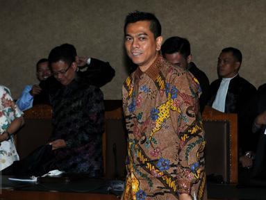 Mantan anggota DPRD DKI, M Sanusi usai menjalani sidang perdana sebagai terdakwa di Pengadilan Tipikor, Jakarta, Rabu (24/8). Sidang tersebut beragenda pembacaan dakwaan terkait kasus Raperda reklamasi pantai Teluk Jakarta. (Liputan6.com/Helmi Afandi)