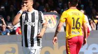 Paulo Dybala mencetak hattrick saat Juventus mengalahkan Benevento 4-2 dalam lanjutan Liga Italia di Stadio Ciro Vigorito, Benevento, Sabtu (7/4/2018). (CARLO HERMANN / AFP)