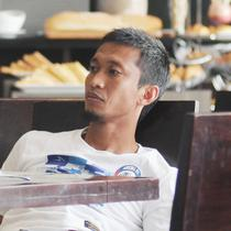 Arif Suyono berkomentar tentang kondisi Kota Batu yang lockdown. (Bola.com/Iwan Setiawan)