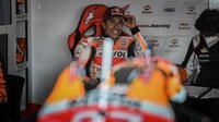Marc Marquez saat mentas pada rangkaian MotoGP Portugal di Sirkuit Portimao. (PATRICIA DE MELO MOREIRA / AFP)