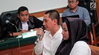 Terdakwa kasus dugaan penipuan First Travel, Andika Surachman dan istrinya Anniesa Hasibuan saat menjalani sidang di PN Kota Depok, Senin (23/4). (Liputan6.com/Herman Zakharia)