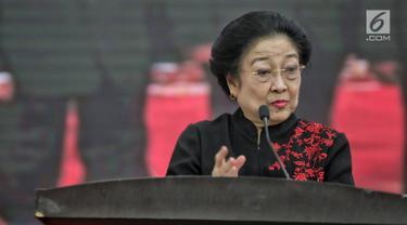 Megawati Serahkan KTA PDIP kepada Tokoh Agama hingga Purnawirawan TNI-Polri