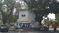 Gedung Bunder Cirebon menjadi korban dari aksi vandalisme oknum warga tidak bertanggungjawab. Foto (Liputan6.com / Panji Prayitno)