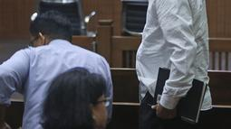 Terdakwa kasus korupsi proyek KTP Elektronik Markus Nari tersenyum bersiap menjalani sidang lanjutan di Pengadilan Tipikor, Jakarta, Senin (28/10/2019). Sidang tersebut beragenda tuntutan dari JPU, Markus Nari dituntut 9 tahun dan denda Rp 900 juta. (Liputan6.com/Herman Zakharia)