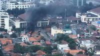 Kebakaran ini menghanguskan tiga rumah dan kantor RT setempat. (@adhex)