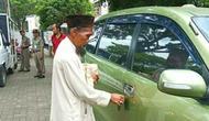 Pengemis di Bogor tepergok memiliki mobil. (Istimewa)